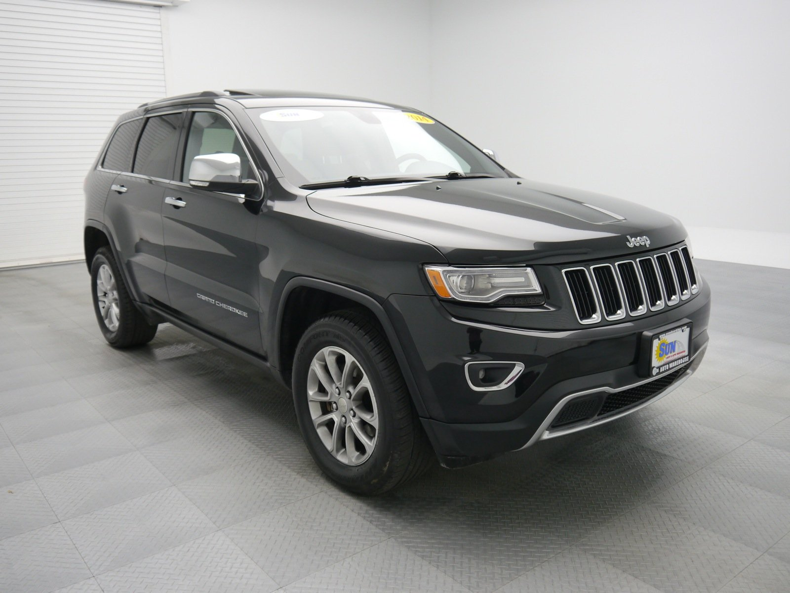 pre owned 2014 jeep grand cherokee limited sport utility cicero wt31829a cicero ny used car king. Black Bedroom Furniture Sets. Home Design Ideas